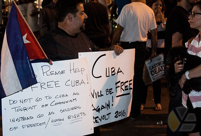 protestas_versailles_restaurante_cubanos_cubans_yadira_escobar_blog_fidel_castro_celebraciones_terrosismo_miamiense_miami_invasion_estados_unidos