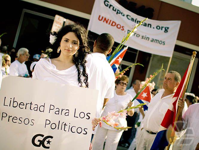yadira_escobar_grupo_caiman_blog_presos_politicos_disidentes_oposicion_protesta_marcha_miami_pictures_2010_tubella