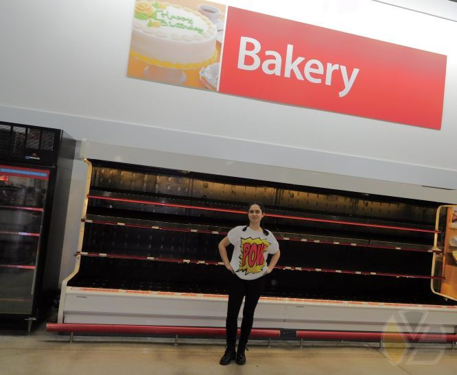 yadira_escobar_hurricane_andrew_mathew_thunder_bakery_stores_panic