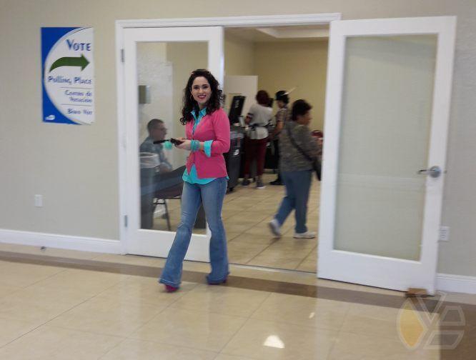 yadira_escobar_voted_voto_votaciones_elecciones_elections_2016_donald_trump_hialeah_gardens_democrat_pink_shirt_blusa_teal